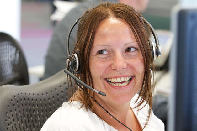 Smiling-call-centre-advisor-628x418